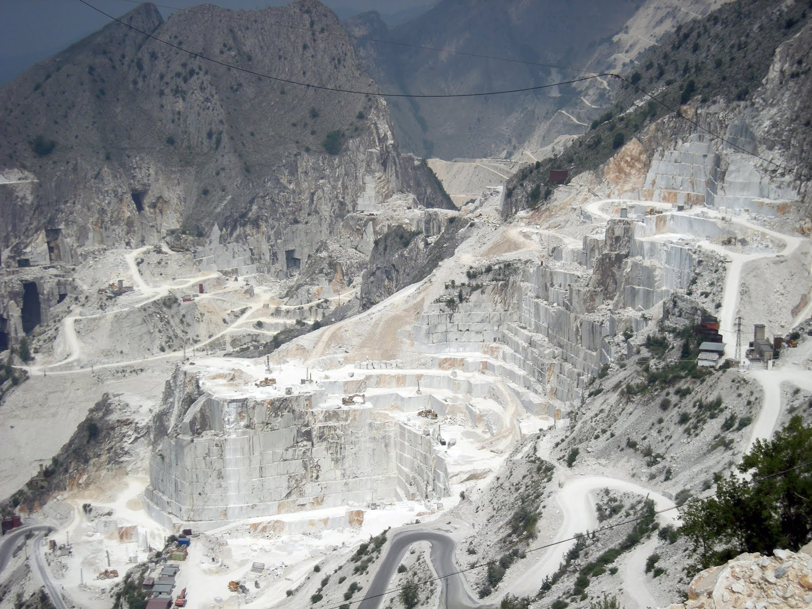 carrara-marble-fron-art-history-to-toothpaste-the-environmental-disaster